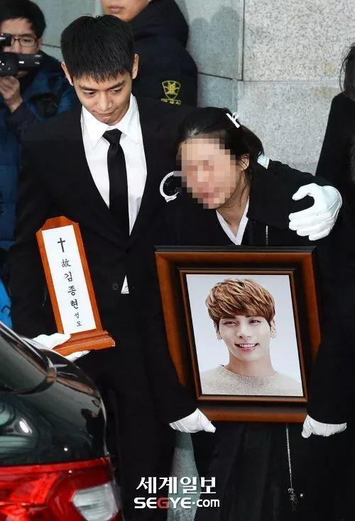 金钟铉今日出殡 SHINee成员成为丧主为钟铉送行