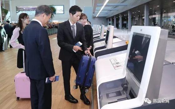 宋仲基金妍儿出席机场活动 与文在寅总统同行
