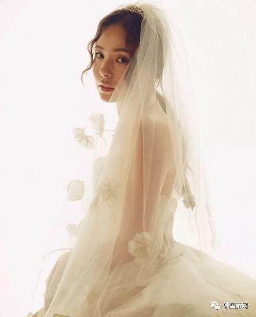 闵孝琳晒婚纱照 新婚感想:除了感谢,还是感谢