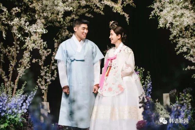 韩星韩彩雅婚纱照公开 尽显甜蜜幸福
