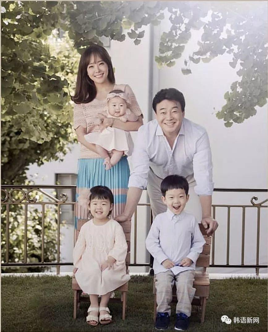 白钟元&苏有珍公开全家福 温馨又甜蜜