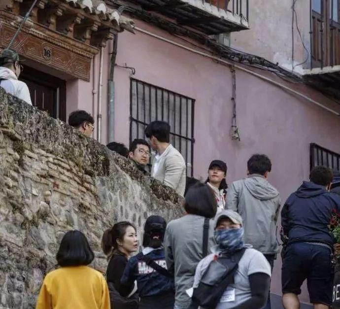 《阿尔罕布拉宫的回忆》开拍 玄彬朴信惠现身西班牙