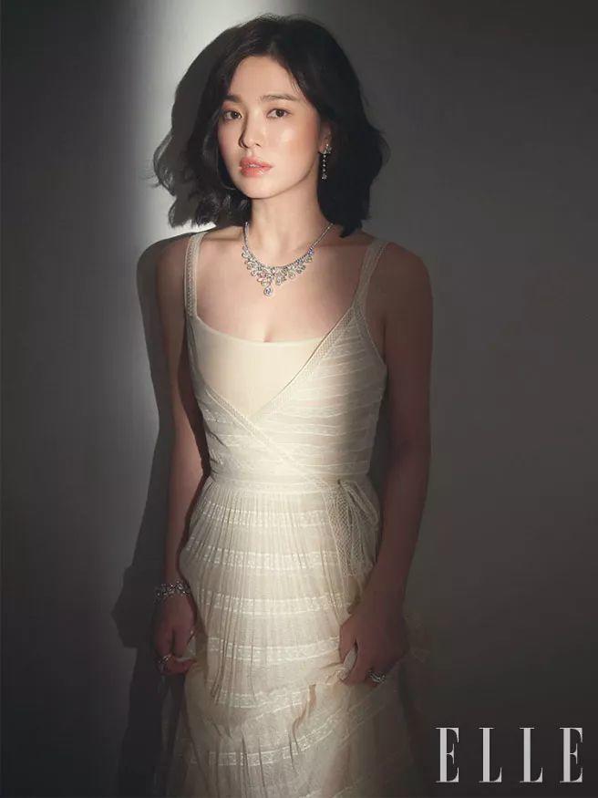宋慧乔拍时尚珠宝大片 露香肩秀优雅气质