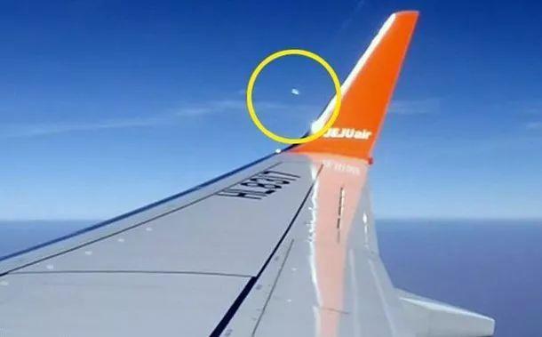 飞机乘客无意中拍摄6个不明飞行物