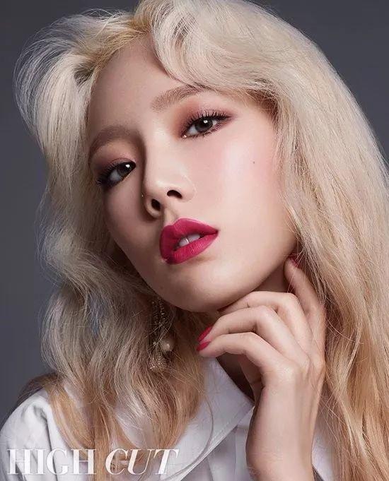 泰妍美妆画报 多款唇色演绎不同风格