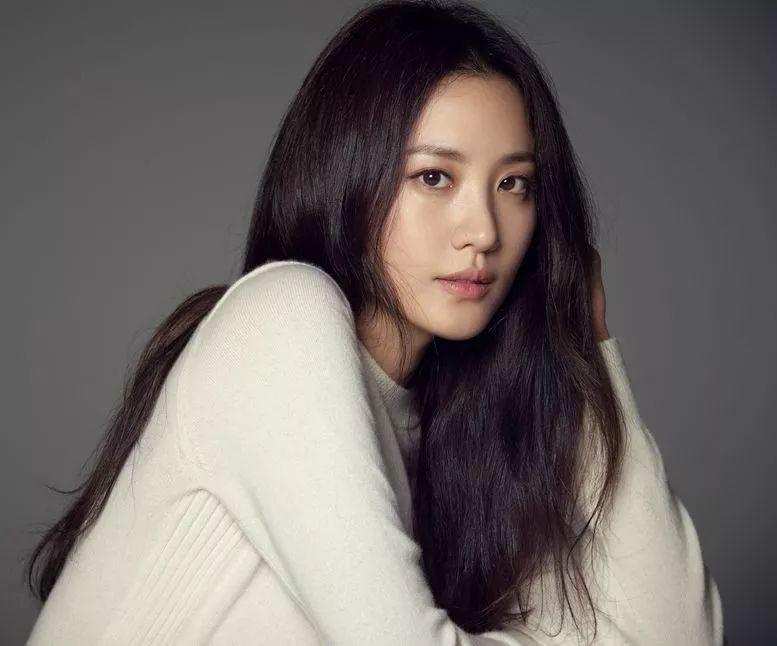 《神奇动物》秀贤宣布将与企业家男友结婚