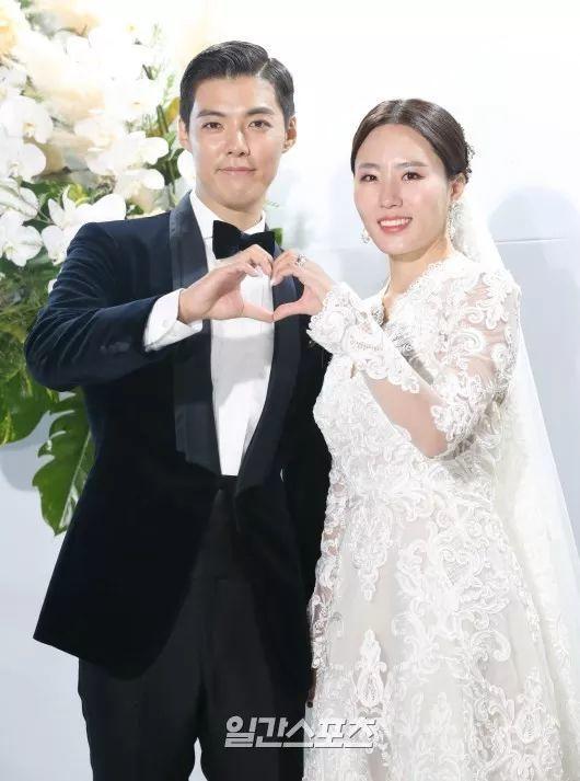 歌手康男与韩国速滑名将李相花举办婚礼