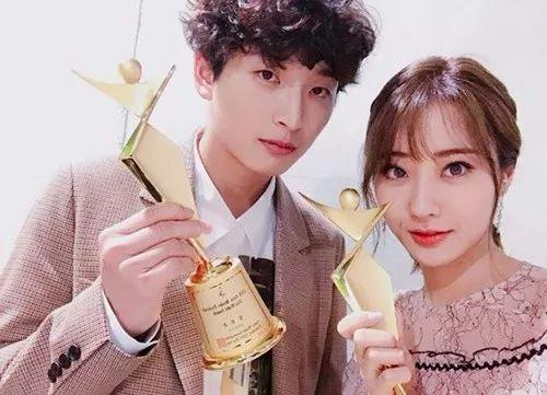 韩国歌手郑珍云和景丽被爆恋爱2年